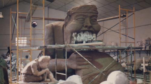 escultura del tragachicos de zaragoza