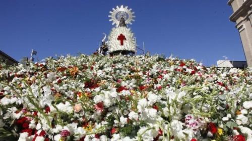 ofrenda de  flores virgen del pilar zaragoza