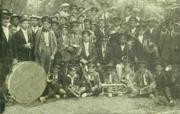 Cabezudo homenaje Banda música de Brihuega