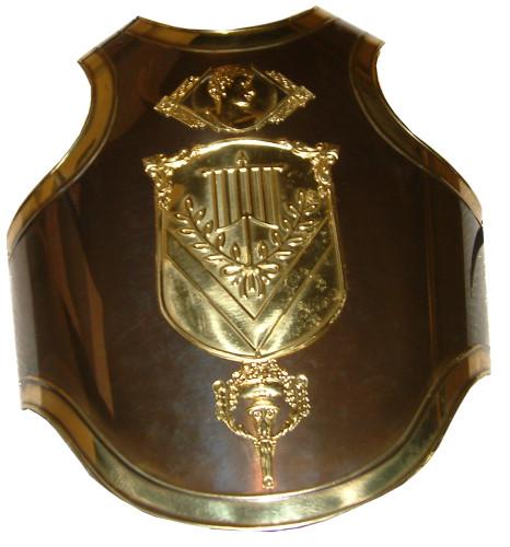 armadura Romano en latón con escudo de la población
